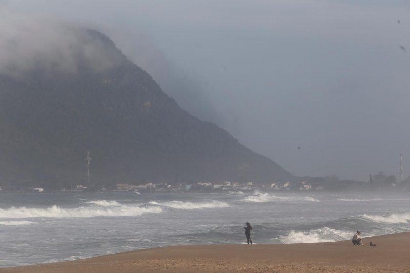 Praia da Armação deve contar com construção de molhe até novembro de 2022 – Foto: Flavio Tin/Arquivo/ND
