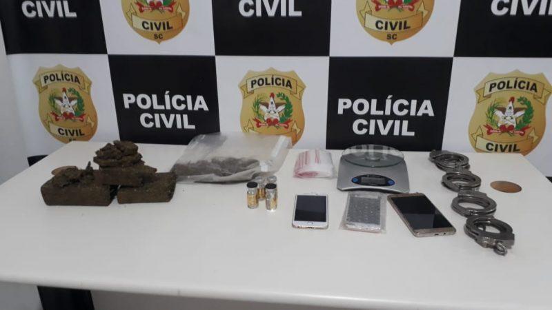 Os policiais cumprem 22 mandados de busca e apreensão e 18 mandados de prisões temporárias nesta quarta-feira – Polícia Civil/Divulgação