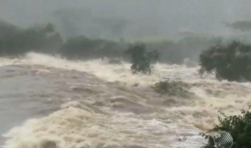 Segundo Carla Leão, coordenadora da Defesa Civil de Pedro Alexandre, em 24 horas choveu cerca de 100 milímetros na região - Reprodução/R7