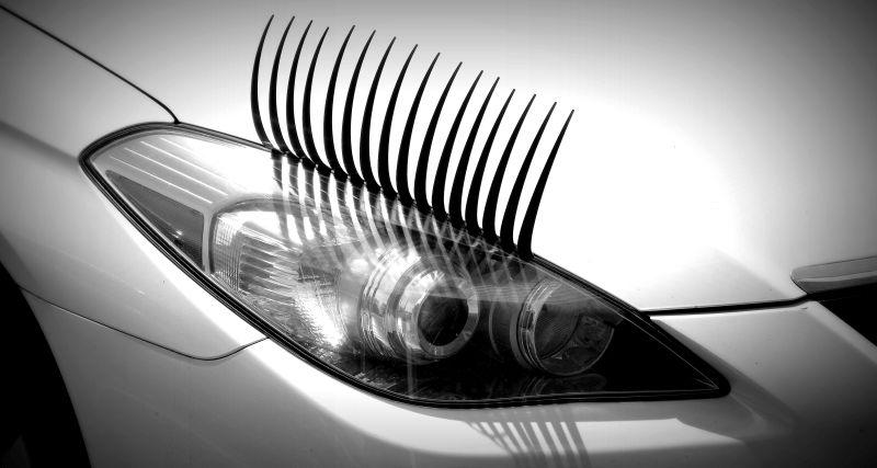 Exceto na animação Carros, os faróis sempre foram considerados uma espécie de olhos dos veículos. Talvez seja por isso que alguém teve a ideia de colocar cílios neles - Foto: Thad Zajdowicz on Visual Hunt / CC BY - Foto: Thad Zajdowicz on Visual Hunt / CC BY/Garagem 360/ND