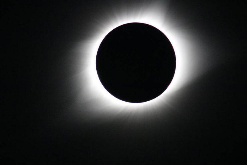 Foto tirada durante o eclipse solar total de agosto de 2017 – NASA/Gopalswamy/Reprodução ND