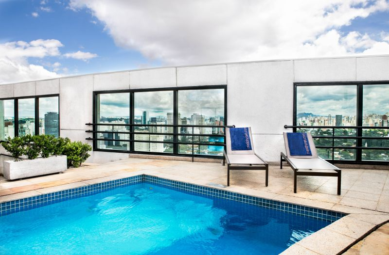 Para quem gosta de vista panorâmica, a piscina do Mélia Jardim Europa, em São Paulo, é sempre uma boa opção - Divulgação - Divulgação/Rota de Férias/ND