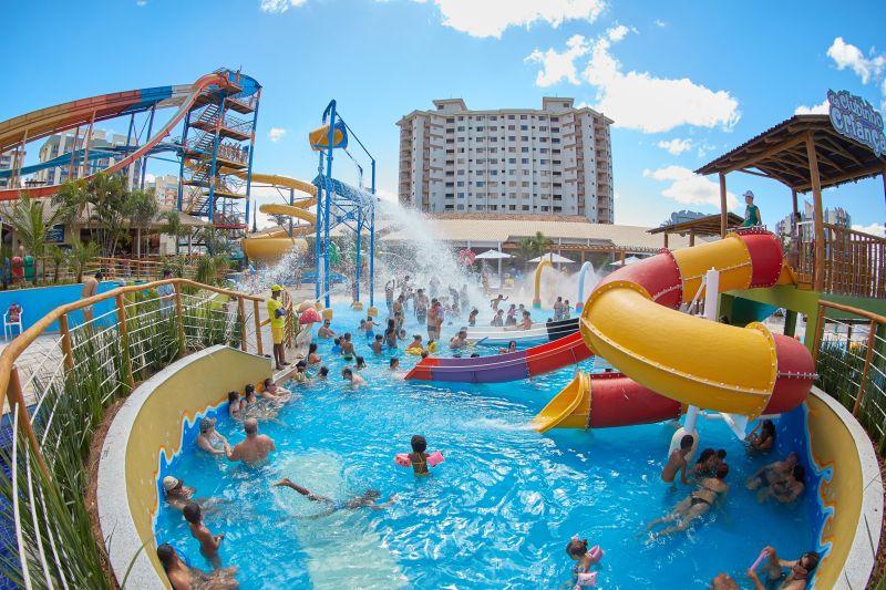Diversão é a proposta das piscinas do Clube Privé, complexo hoteleiro de Caldas Novas. Adultos e crianças se divertem nos toboáguas de diferentes tamanhos - Divulgação - Divulgação/Rota de Férias/ND
