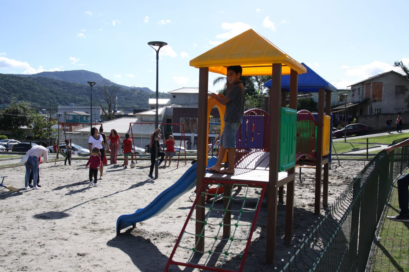 A comunidade do Renata, no bairro Serraria, não tinha nenhum local voltado ao lazer e hoje conta uma estrutura completa para crianças, adolescentes e adultos - Divulgação Prefeitura de São José