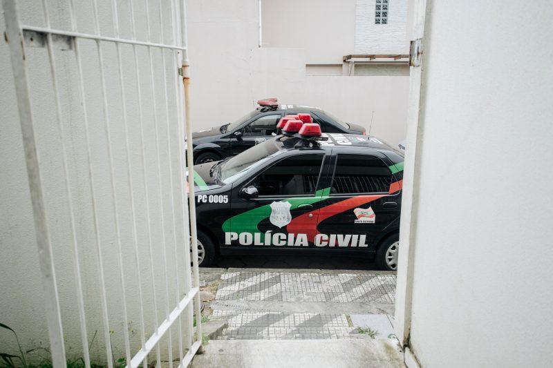 Suspeito presta esclarecimentos para o delegado Nivaldo Claudino, da 8ª DP, nesta manhã – Foto: Arquivo/Daniel Queiroz/ND