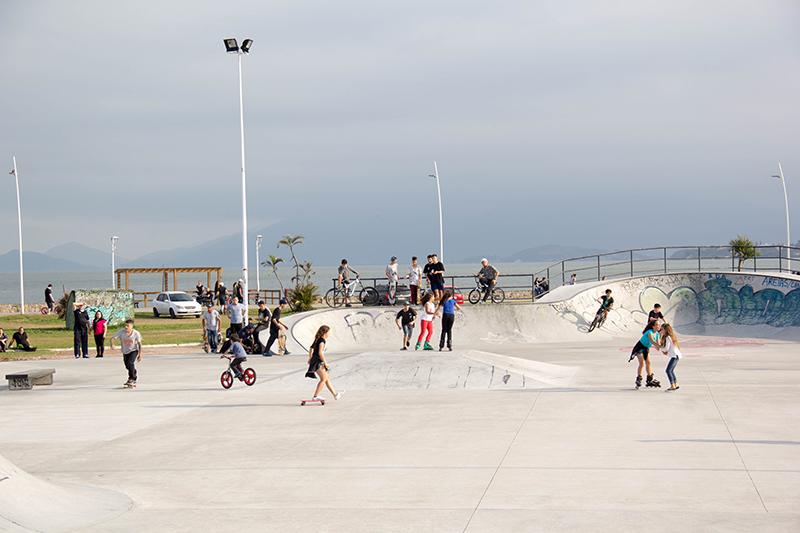 Espaço tem conceito diferenciado por ser uma pista adequada para três esportes diferentes: skate, bike e patins - Divulgação Prefeitura de São José