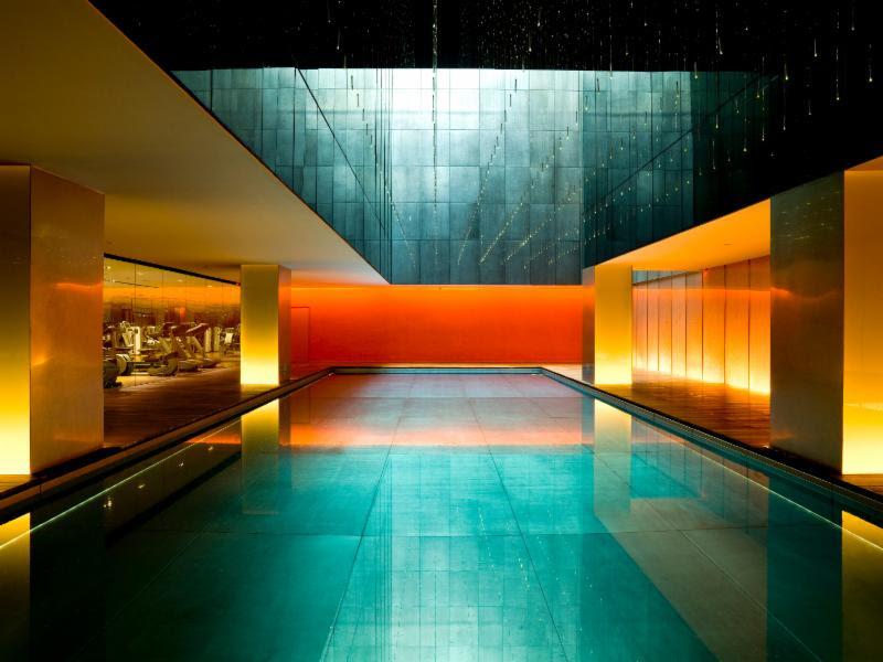 Hotéis com piscinas incríveis - Com uma cara futurista, a piscina do Temple House, em Pequim, na China, oferece um ambiente com clima mais urbano e contemporâneo - Divulgação - Divulgação/Rota de Férias/ND