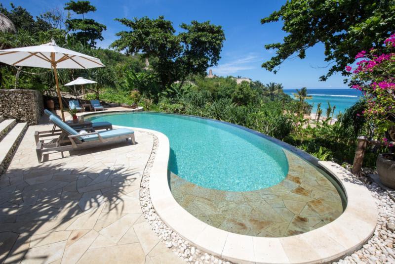 Todas as suítes do hotel Nihiwatu, na Ilha de Sumba, Indonésia, contam com uma piscina privativa como a da foto. Borda infinita e vista espetacular. Precisa de mais alguma coisa? - Divulgação - Divulgação/Rota de Férias/ND