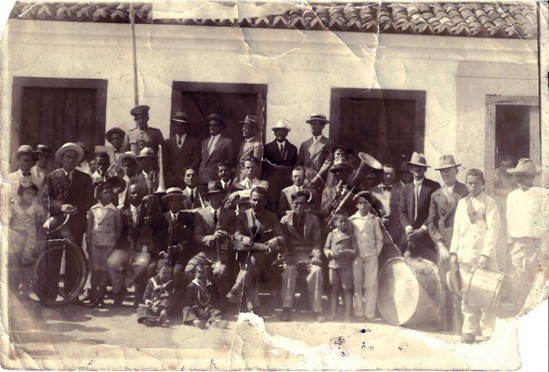 Músicos da Banda da Lapa, familiares e amigos, por volta de 1928 - Arquivos Banda da Lapa/Divulgação
