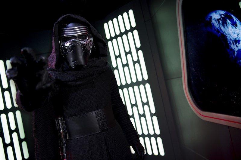"""O espaço Star Wars Launch Bay também recebe pessoas do lado negro da força, como o malvado Kylo Ren, um dos destaques do filme """"Star Wars: O Despertar da Força"""" (2015) - Divulgação - Divulgação/Rota de Férias/ND"""