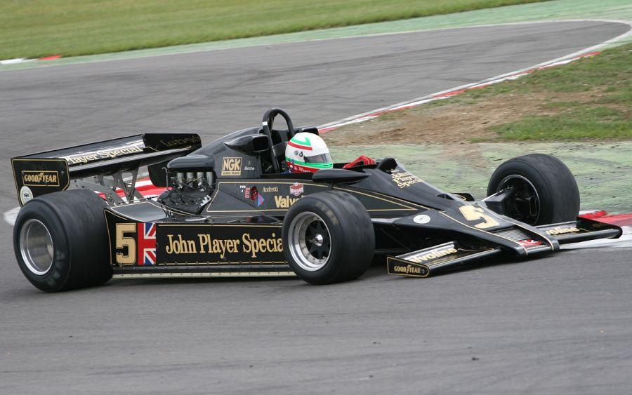 Lotus 79: Colin Chapman realmente era um visionário e, em 1978, apresentou o inovador Lotus 79, que tinha seu assoalho em formato de asa invertida, sendo o primeiro carro da categoria com o recurso; o resultado foi o título de pilotos, com o norte-americano Mario Andretti, e o de construtores para a escuderia - Foto: bobaliciouslondon via Visualhunt.com / CC BY - Foto: bobaliciouslondon via Visualhunt.com / CC BY/Garagem 360/ND