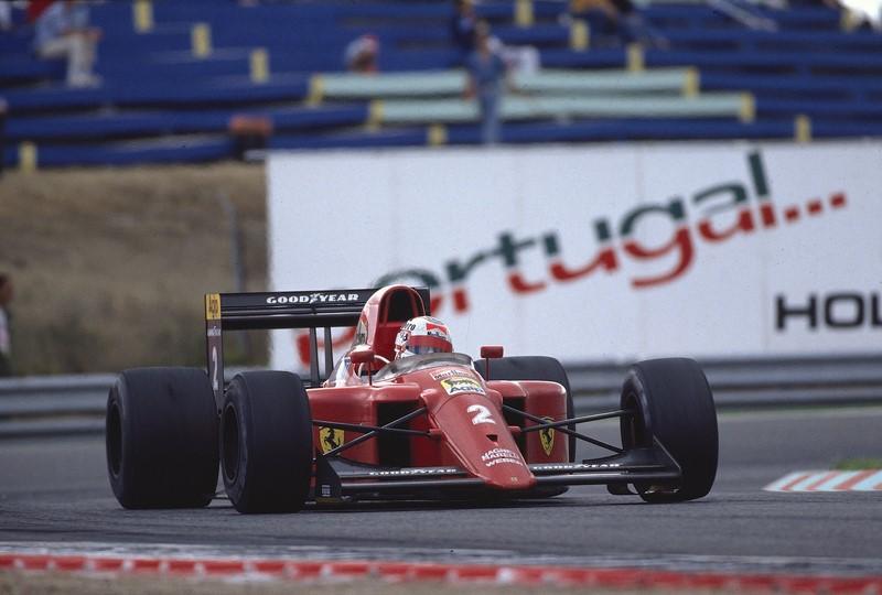 Nigel Mansell e Ayrton Senna: Senna estava em segundo durante o GP de Portugal de 1989 quando Mansell foi excluído da prova por conta de um pit stop desastroso. Mesmo desqualificado, o inglês continuou na pista e disputando curva a curva a posição com o brasileiro. Em vez de deixar a Ferrari passar, Senna resolveu dividir a curva. Como não tinha nada a perder, Mansell não aliviou o pé e tirou os dois da prova. O vídeo da batida está aqui:: https://is.gd/ztvRUi - Foto: United Autosports on Visual Hunt / CC BY-SA - Foto: United Autosports on Visual Hunt / CC BY-SA/Garagem 360/ND