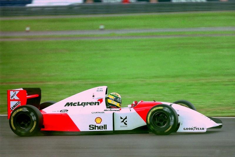 Ayrton Senna e Alain Prost: um ano após o polêmico GP do Japão de 1989, Senna e Prost novamente disputavam o título. Dessa vez, porém, era o brasileiro que estava em vantagem na tabela. Após perder a liderança na largada, Senna deixou sua McLaren bater propositalmente na Ferrari do francês. Com ambos fora da corrida, Ayrton conquistou seu segundo título. Veja aqui o acidente: https://is.gd/8Ul4AW - Foto: Karting Nord on Visualhunt / CC BY-SA - Foto: Karting Nord on Visualhunt / CC BY-SA/Garagem 360/ND