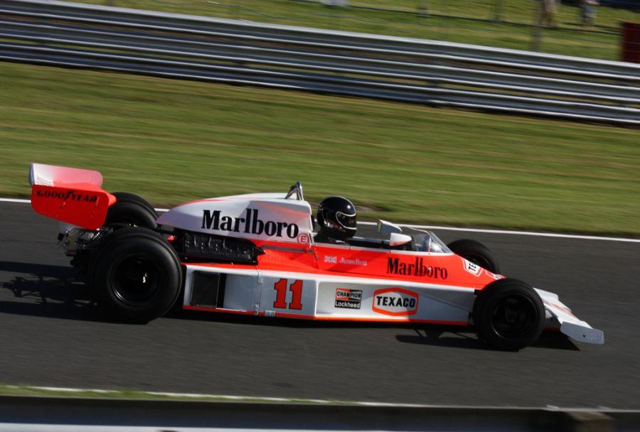 McLaren M23: lançado durante a temporada de 1973, o bólido foi responsável pelo primeiro título de pilotos da equipe um ano depois, nas mãos de Emerson Fittipaldi, que se sagrou bicampeão do mundo; em 1976, deu a James Hunt seu único título de pilotos; foi aposentado em 1977 - Foto: Sum_of_Marc via Visual Hunt / CC BY-NC-ND - Foto: Sum_of_Marc via Visual Hunt / CC BY-NC-ND/Garagem 360/ND