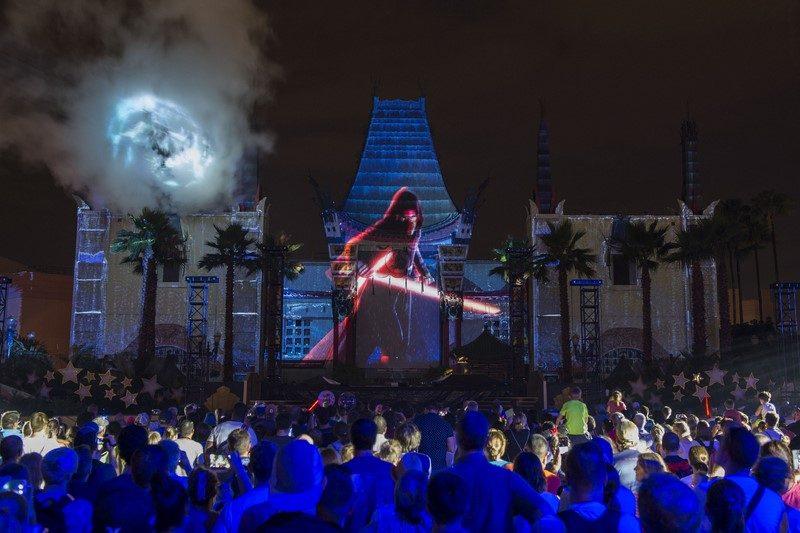 O espetáculo Star Wars: A Galactic Spectacular também reúne momentos marcantes dos longas, mas acontece durante a noite - Divulgação - Divulgação/Rota de Férias/ND
