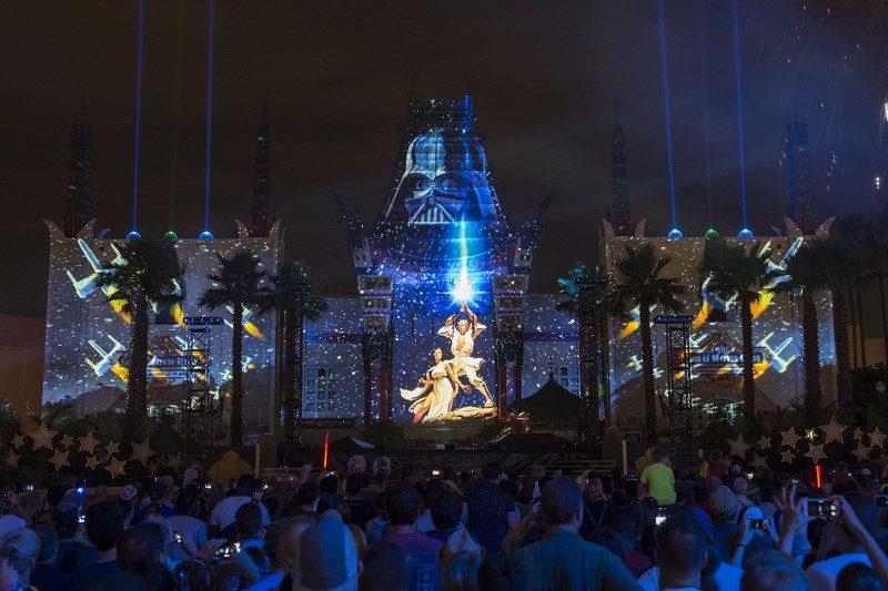 A atração se destaca por conta das luzes, fogos de artifício, efeitos especiais e pirotecnias - Divulgação - Divulgação/Rota de Férias/ND