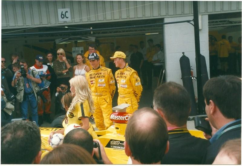 Ralf Schumacher e Jarno Trulli: companheiros na Jordan em 1997, Ralf Schumacher jogou seu carro em cima de Trulli durante o GP da Argentina, forçando o abandono do italiano. A batida pode ser vista aqui:https://is.gd/4UKU1J - Foto: williamsdb on Visual Hunt / CC BY-SA - Foto: williamsdb on Visual Hunt / CC BY-SA/Garagem 360/ND
