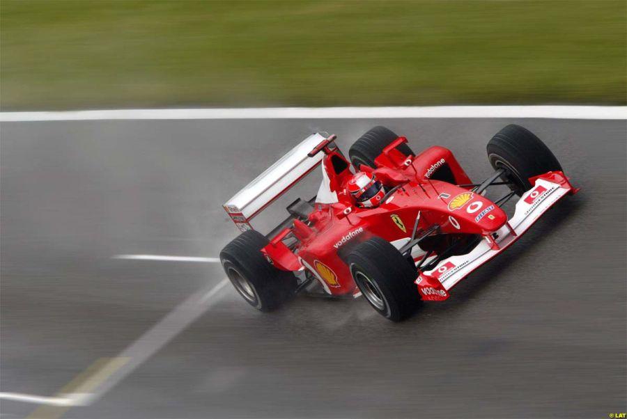 Ferrari F2002: símbolo do domínio que a Ferrari teve no começo dos anos 2000, o F2002 reinou absoluto na temporada daquele ano, vencendo 15 das 17 corridas disputadas e deu ao alemão Michael Schumacher seu quinto título - Foto: alessio mazzocco via Visualhunt / CC BY-NC - Foto: alessio mazzocco via Visualhunt / CC BY-NC/Garagem 360/ND