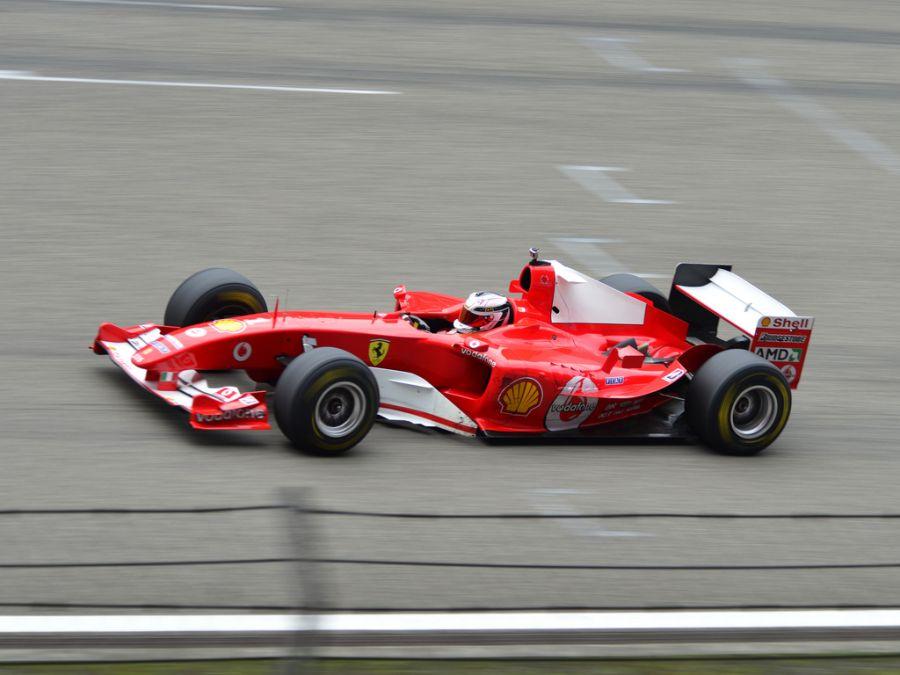 Ferrari F2004: mais um carro dominante da Ferrari, o F2004 ajudou Schumacher a conquistar seu sétimo e último título, o quinto consecutivo; com o bólido, o alemão venceu 13 das 18 provas daquela temporada - Foto: emperornie via Visual hunt / CC BY-SA - Foto: emperornie via Visual hunt / CC BY-SA/Garagem 360/ND