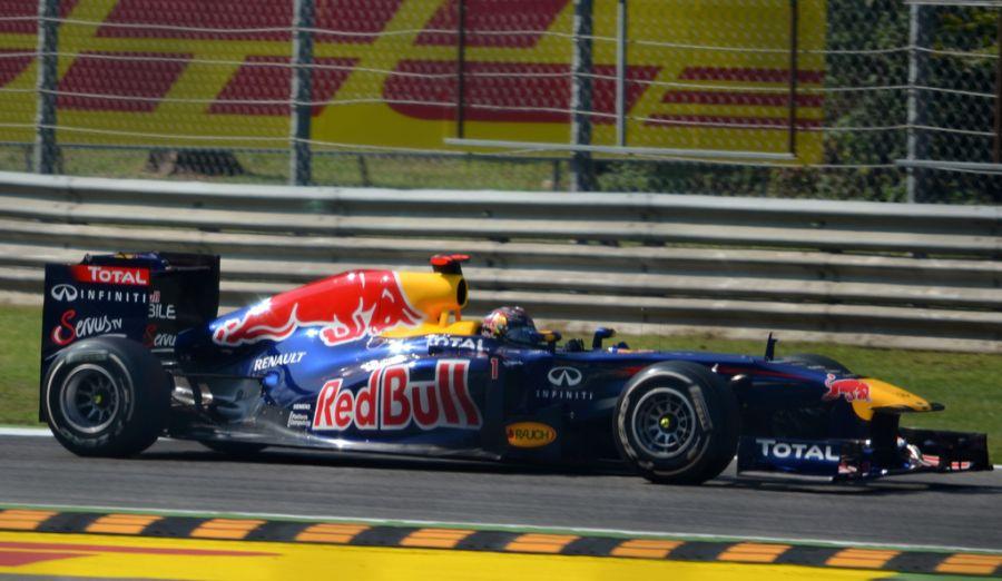 Red Bull RB7: Sebastian Vettel conquistou seu segundo título a bordo de uma máquina demolidora, em 2011; o RB7 venceu 12 das 19 corridas (sendo 11 com Vettel), além de conseguir 18 das 19 poles possíveis - Foto: nic_r via Visual hunt / CC BY-SA - Foto: nic_r via Visual hunt / CC BY-SA/Garagem 360/ND