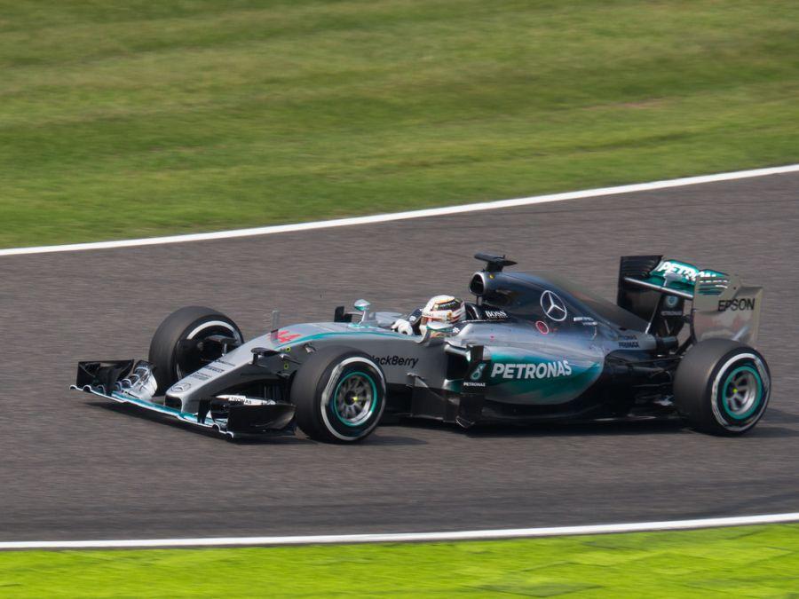Mercedes-Benz F1 W06 Hybrid: carro vencedor de 2015, deu o terceiro título de pilotos ao inglês Lewis Hamilton, o W06 foi tão dominante que conseguiu 16 vitórias em 19 etapas e 18 poles - Foto: nhayashida via VisualHunt.com / CC BY - Foto: nhayashida via VisualHunt.com / CC BY/Garagem 360/ND