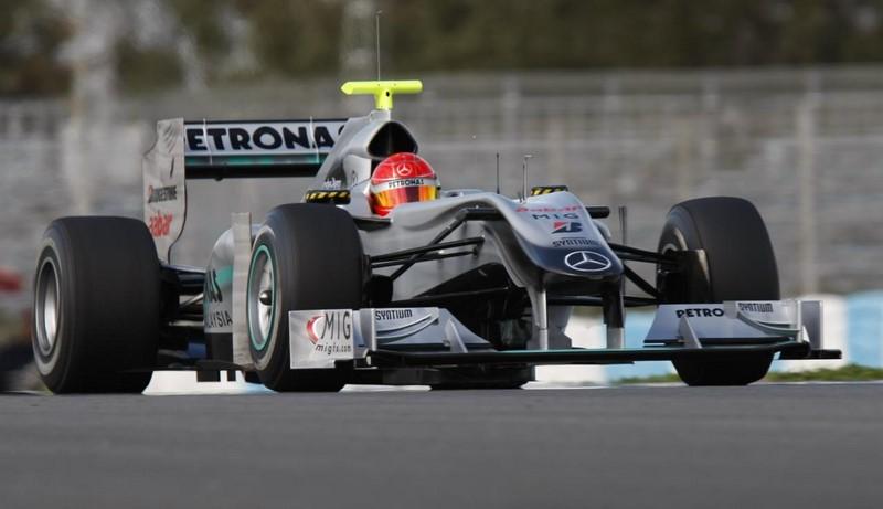 Michael Schumacher e Rubens Barrichello: ex-companheiros de Ferrari, os dois pilotos disputavam a 10ª posição no GP da Hungria de 2010. Quando o brasileiro tentou ultrapassar a Mercedes de Schumacher, o alemão jogou seu carro contra a Williams de Rubens. Barrichello não se intimidou e conseguiu a ultrapassagem, apesar do susto. Veja o vídeo: https://is.gd/pFZ8w3 - Foto: f1photos.org on Visual hunt / CC BY-NC-ND - Foto: f1photos.org on Visual hunt / CC BY-NC-ND/Garagem 360/ND