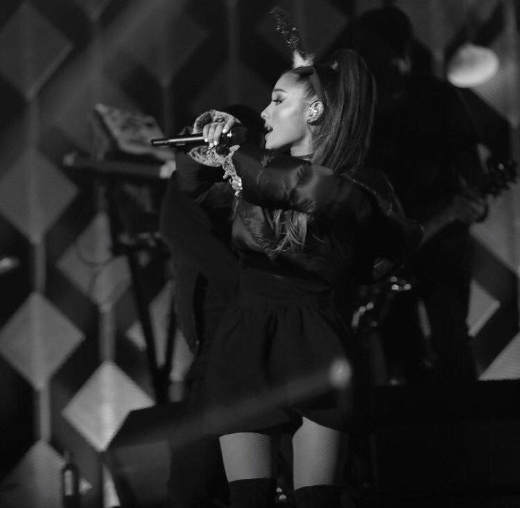 10. Ariana Grande (http://twitter.com/arianagrande) – 64 milhões de seguidores - Crédito: Reprodução Twitter/33Giga/ND