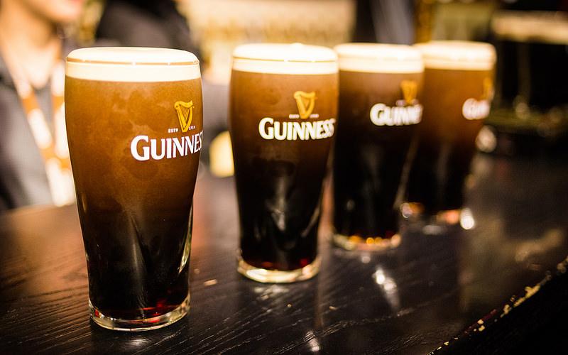 Se você for à Irlanda, não deixe de fazer uma parada em um pub para tomar ao menos um pint (copo com cerca de meio litro) de Guinness. A cerveja stout é um dos ícones do país - Kacper Gunia via VisualHunt / CC BY-NC - Kacper Gunia via VisualHunt / CC BY-NC/Rota de Férias/ND