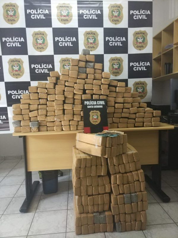 Casal foi flagrado com 380 kg de maconha – Polícia Civil/Divulgação