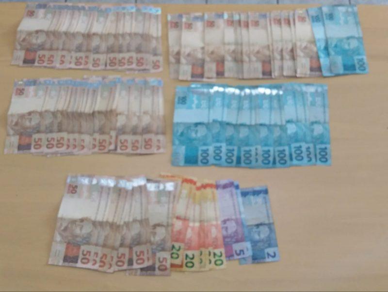 Suspeito estavam com R$ 3 mil em cédulas – Polícia Civil/Divulgação