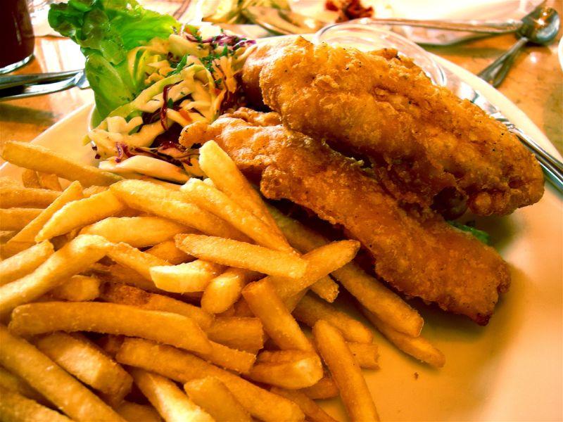 O peixe frito com batatas é um dos pratos mais famosos da Inglaterra. Basta entrar em qualquer pub ou restaurante para encontrar a opção fish n chips no cardápio - Tojosan via VisualHunt.com / CC BY-NC-ND - Tojosan via VisualHunt.com / CC BY-NC-ND/Rota de Férias/ND