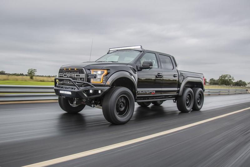 Criado pela montadora Hennessey com base na picape Ford F-150 Raptor, o modelo Velociraptor tem seis rodas e não mede esforços na hora de enfrentar desafios - Foto: Reprodução - Foto: Reprodução/Garagem 360/ND