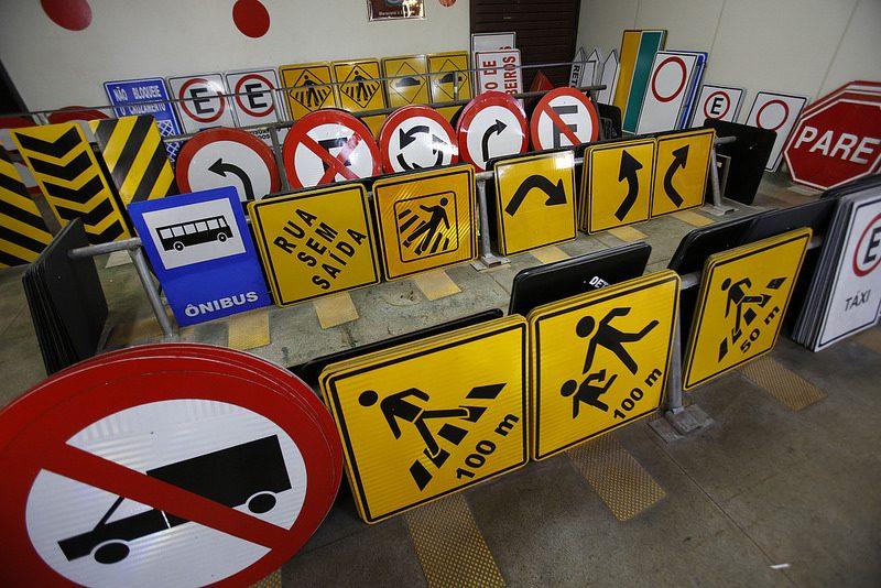 Placas de trânsito: conheça seus significados - Foto: Agência Brasília on VisualHunt / CC BY
