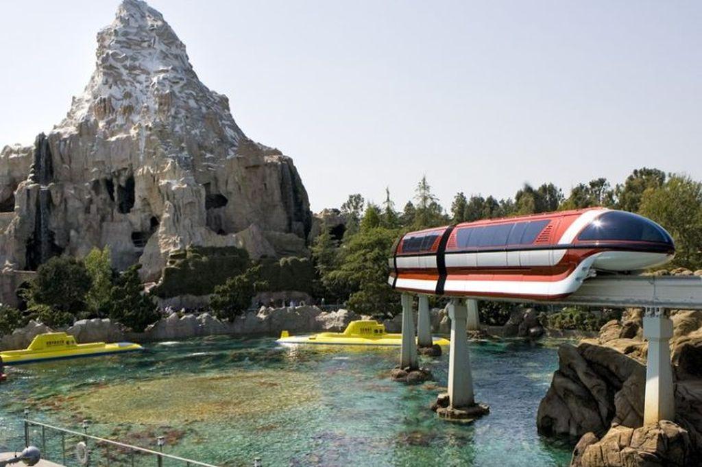 A Disneyland fica em Anaheim, a cerca de 40 minutos de carro de Los Angeles. A distância é compensada por atrações incríveis, que conquistam o coração de crianças e adultos - Divulgação - Divulgação/Rota de Férias/ND