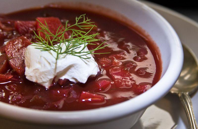 Comum na Rússia e na Ucrânia, a sopa borscht é feita com beterraba, batata, cenoura, repolho e pedaços de carne - Muffet via Visual Hunt / CC BY - Muffet via Visual Hunt / CC BY/Rota de Férias/ND
