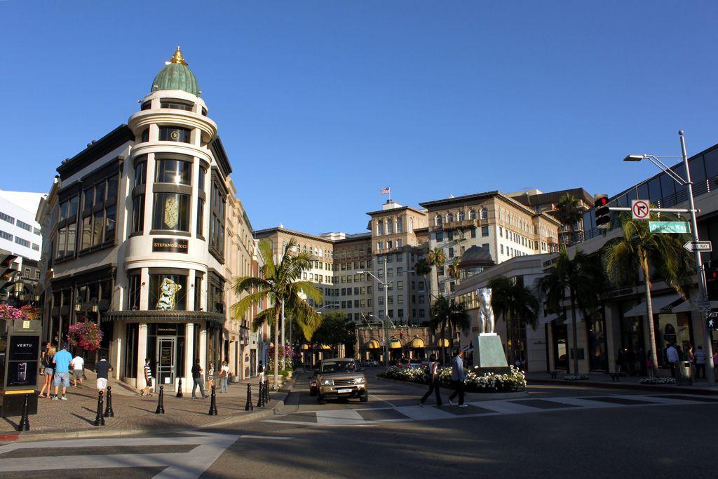 Beverly Hills é uma das áreas mais glamourosas do pedaço. É ali que muitas estrelas de cinema moram e fazem compras. A rua principal é a Rodeo Drive, que ostenta vitrines de marcas como Tiffany, Saint Laurent e Vera Wang - Prayitno / Thank you for (12 millions +) view on VisualHunt.com / CC BY - Prayitno / Thank you for (12 millions +) view on VisualHunt.com / CC BY/Rota de Férias/ND