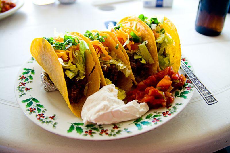 A comida tradicional do México é mais caliente do que a maioria das opções encontradas no Brasil. Não deixe de provar os famosos tacos, nachos e burritos - @kevinv033 via VisualHunt.com / CC BY-NC-ND - @kevinv033 via VisualHunt.com / CC BY-NC-ND/Rota de Férias/ND