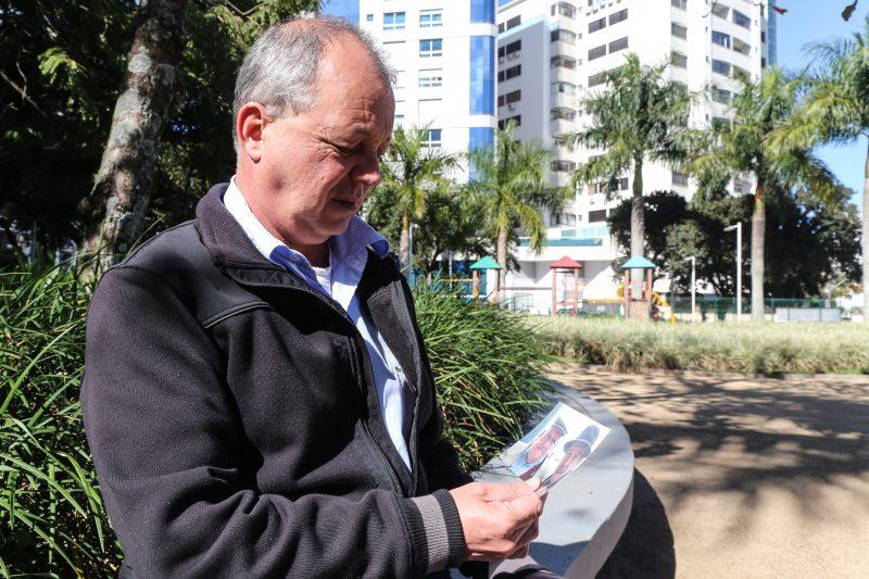 Antônio José da Luz Amaral Neto espera a confirmação da identidade e a liberação do corpo para o sepultamento do pai – Anderson Coelho/ND