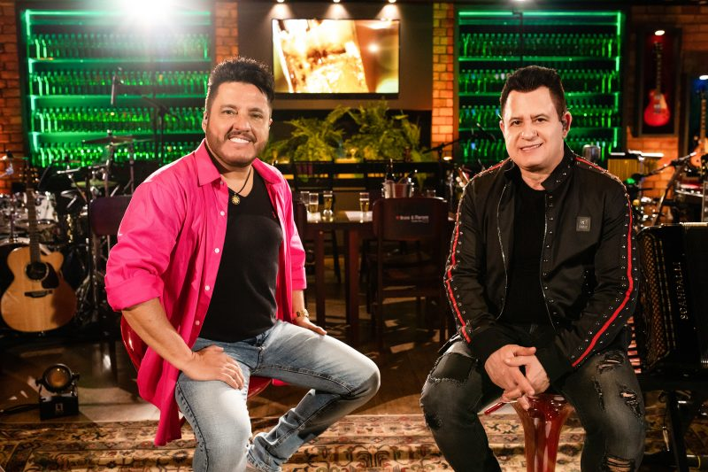 """Turnê Studio Bar comemora 25 anos do lançamento do primeiro álbum da dupla """"Dormi na Praça"""" – Divulgação/ND"""