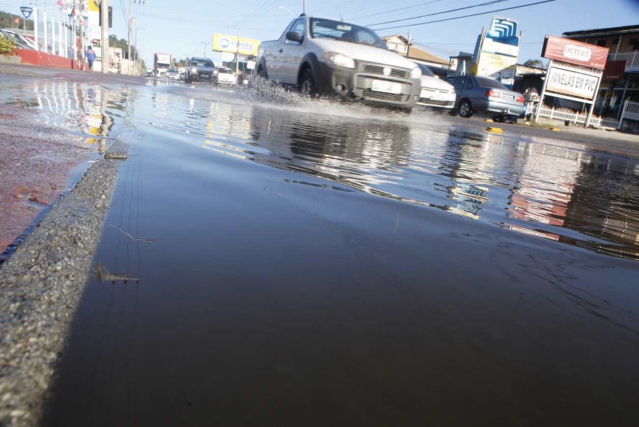 Maré alta provoca transtorno e complica o trânsito em Florianópolis - Flavio Tin / ND