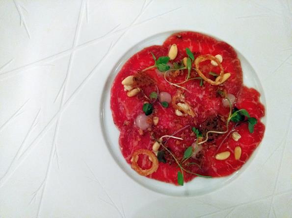Cipriani - Carpaccio de wagyu, cebola crocante, pinole e molho trufado - Paulo Basso Jr. - Paulo Basso Jr./Rota de Férias/ND