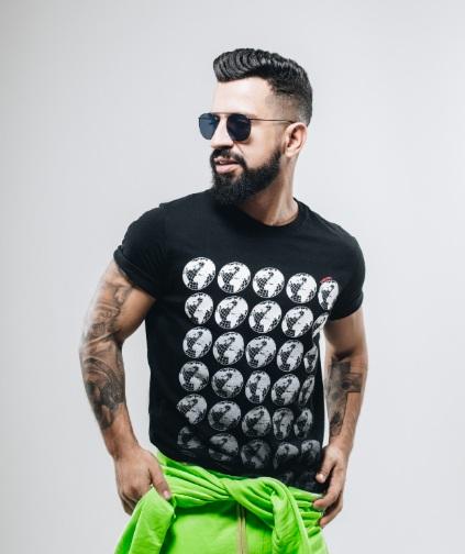 DJ Dennis também está escalado para agitar a noite no Music Park BC – Divulgação/ND
