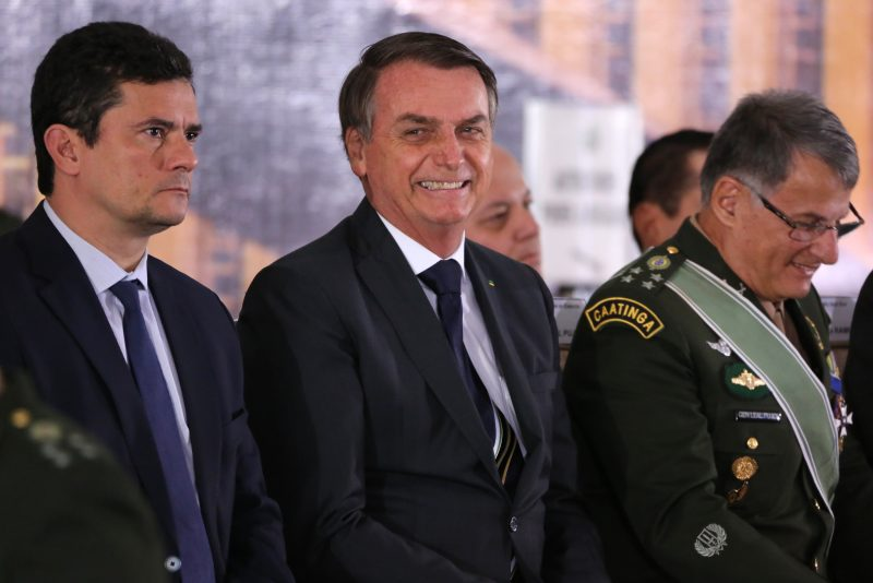 O presidente Jair Bolsonaro e o ministro da Justiça, Sergio Moro, durante solenidade de promoção de oficiais-generais – Foto: FÁTIMA MEIRA/FUTURA PRESS/ESTADÃO CONTEÚDO/ND