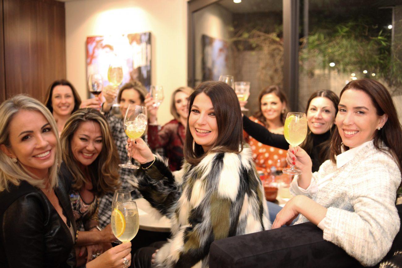 Na frente, da esq. para dir.: Fernanda Tirloni, Keiko Irie, Cristina Mendes da Rosa e Melina Costa - Vanessa Pinho/Divulgação/ND