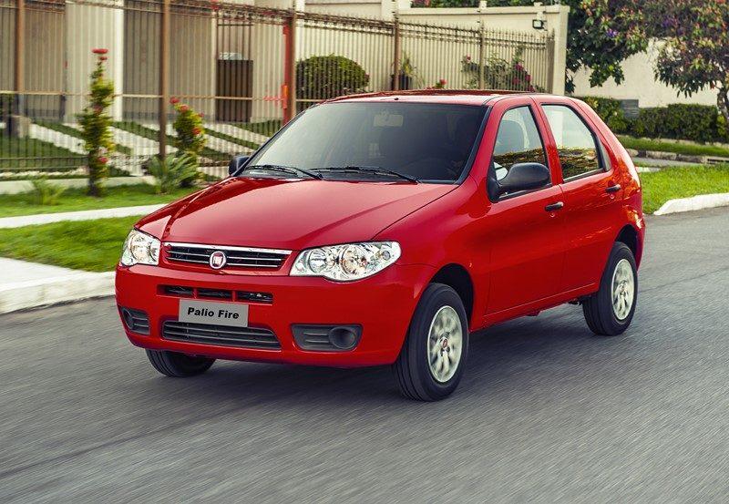 Fiat Palio (2003): a segunda mudança no hatch tinha um desenho elegante e trouxe mais requinte ao interior. Seguiu em linha até 2016, na versão Fire de entrada do modelo - Foto: Divulgação - Foto: Divulgação/Garagem 360/ND