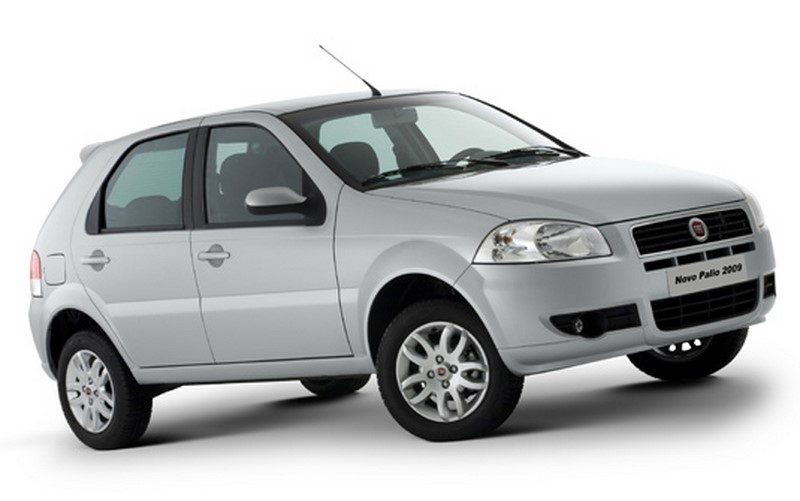 Em 2007, a Fiat resolveu fazer outra mudança na primeira geração do Palio e o resultado foi um modelo que não agradou tanto. As maiores críticas foram para a traseira, que ganhou lanternas horizontais muito baixas - Foto: Divulgação - Foto: Divulgação/Garagem 360/ND