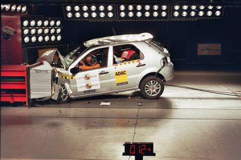 O modelo antigo do Palio foi um dos primeiros a ser analisado pelo Latin NCAP, mas também não conseguiu proteger muito bem seus ocupantes - Foto: Divulgação - Foto: Divulgação/Garagem 360/ND