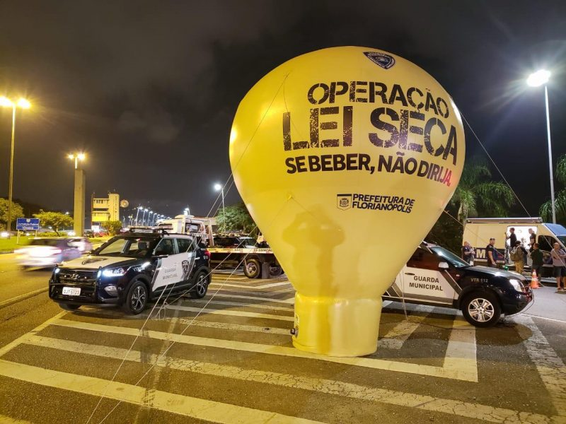 Blitz Lei Seca foi realizada na Avenida Governador Gustavo Richard, próximo ao acesso à ponte Colombo Salles – GMF/Divulgação/ND