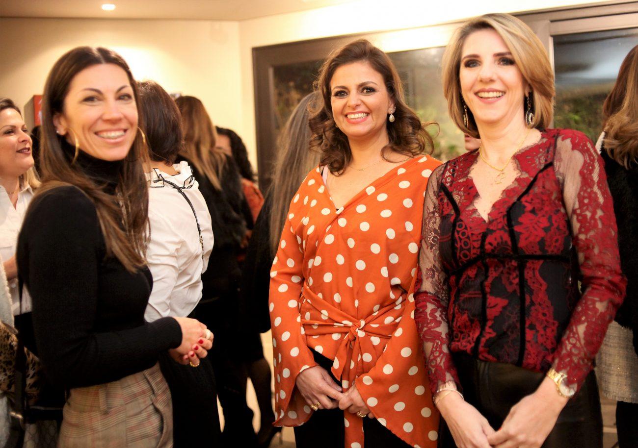 Clarissa Abreu entre Isabela Regina Felicio (à esq.) e Paula Guedert - Vanessa Pinho/Divulgação/ND