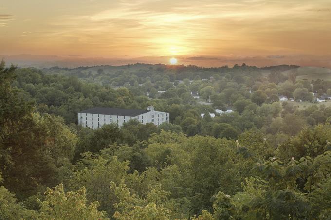 Vista aérea da fábrica da Jack Daniel, em Lynchburg - Divulgação - Divulgação/Rota de Férias/ND